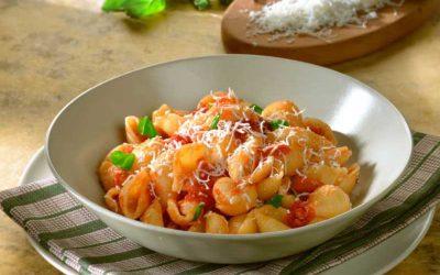 Conchiglie pasta sa sosom od paradajza i kozijim sirom